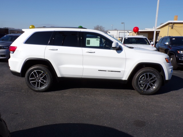 Pre-Owned 2019 Jeep Grand Cherokee Laredo