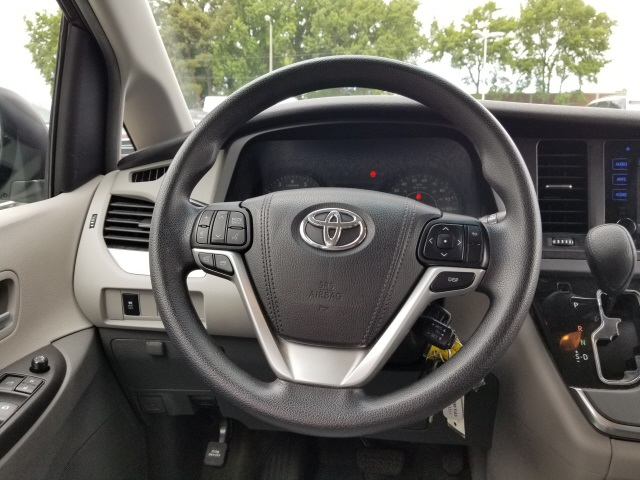 Pre-Owned 2017 Toyota Sienna L